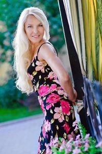 Ukrainian brides - Browse 1000s of single Ukrainian women interested in marriage.